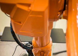 Automatyzacja w przemyśle – wpływ na życie ludzi